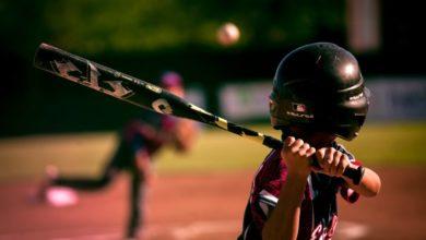 Photo of После удара бейсбольной битой по голове девушке приходится есть через трубку
