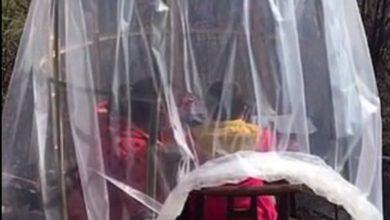 Photo of Китаянка сделала домик-кокон из полиэтилена, чтобы уберечь дочь от коронавируса