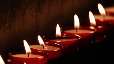 Photo of Почему опасно склоняться над свечой и задувать пламя