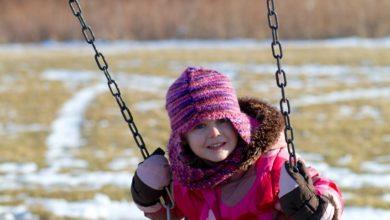 Photo of Не оторвать от качелей: что делать, если ребенок примерз языком к металлу
