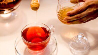 Photo of Почему мед лучше запивать чаем, а не добавлять в него