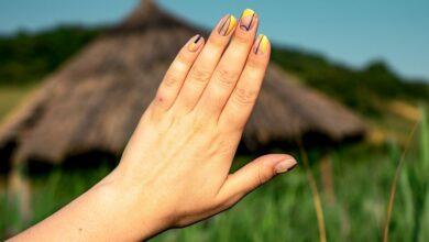 Photo of Откуда берутся тонкие темные полоски на ногтях