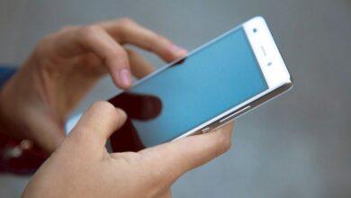 Photo of Привычка класть смартфон экраном вниз может говорить о склонности к изменам