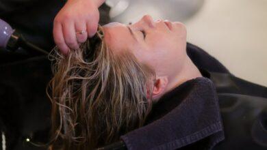 Photo of 7 неочевидных причин повышенной жирности волос: что с этим делать