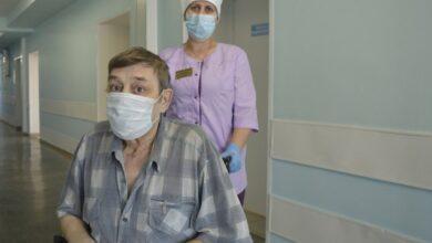 Photo of Три месяца пациенту с COVID-19 пытались вернуть самостоятельное дыхание в Тюменской области